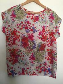 Vintage tags floral top that looks modern. Size 12