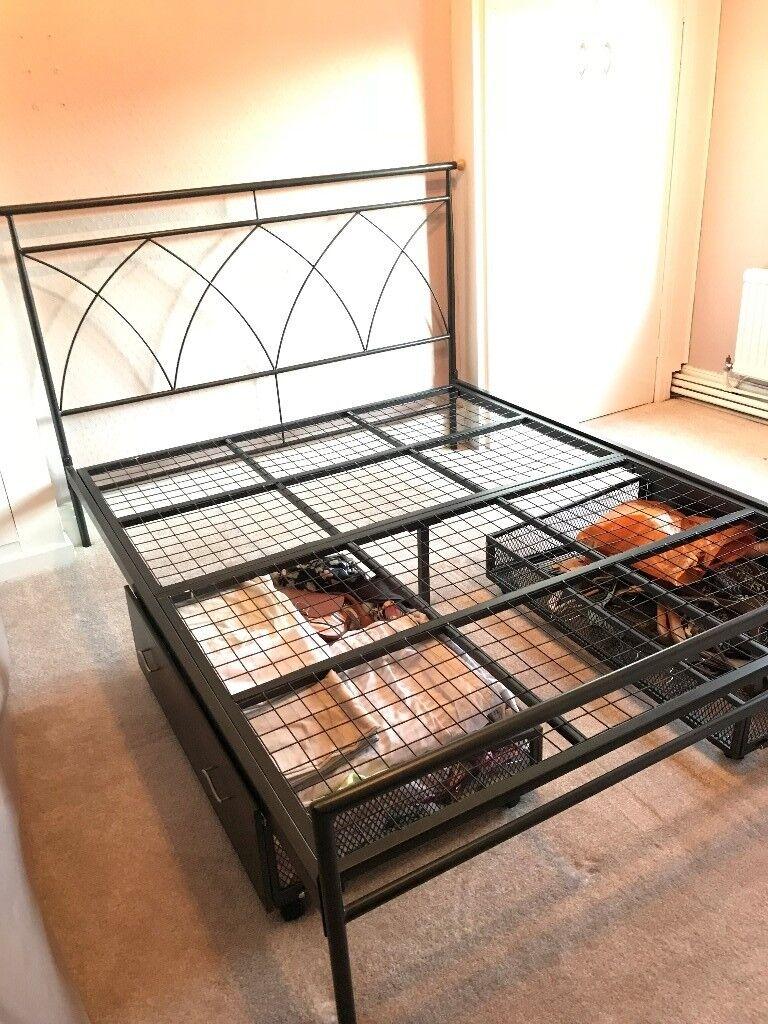 Black Metal Bedside Tables: Black Metal King Size Bed Frame And Bedside Tables
