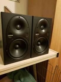 Mackie hr624 studio monitors/speakers