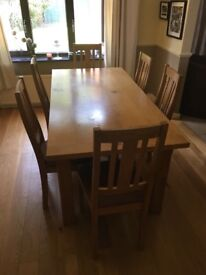 Stunning SOLID OAK dining table with 6 chairs