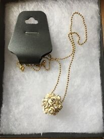 Ladies necklace 05