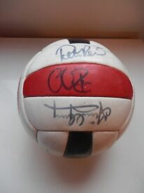 SUNDERLAND AFC SIGNED FOOTBALL FROM 1999.. PETER REID, KEVIN BALL, KEVIN PHILLIPS ETC..