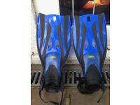 2 x TWF Kids Adjustable Flippers/Fins - size L/XL 32-36, 13.5-3.5