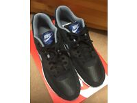 NIKE AIR MAX 90 ESSENTIAL TRAINERS - BRAND NEW AND BOXED SIZE 9