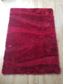 **Beautiful RUG with matching CUSHION in wine red** - very good condition
