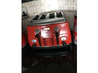Dilonghi four slice toaster and kettle red