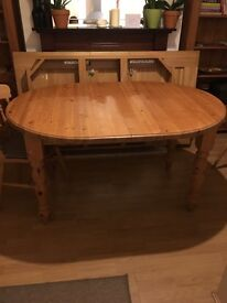 Extendable dining table and 6 fiddle back chairs