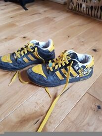 Adidas Trainers black yellow stripes size 3.5 adult