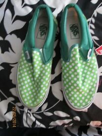 MENS VANS GREEN WITH POLKA DOTS BRAND NEW SIZE 7 GREAT FOR THE SUMMER