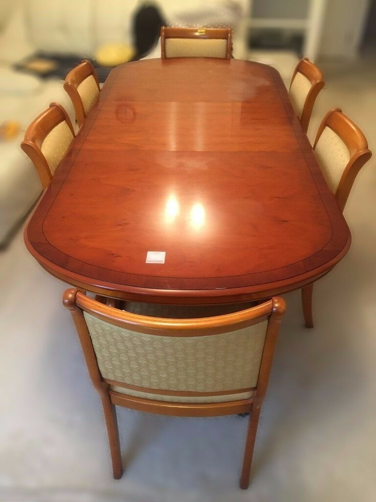 A solid wood dining table with 6 chairs - Hardly used