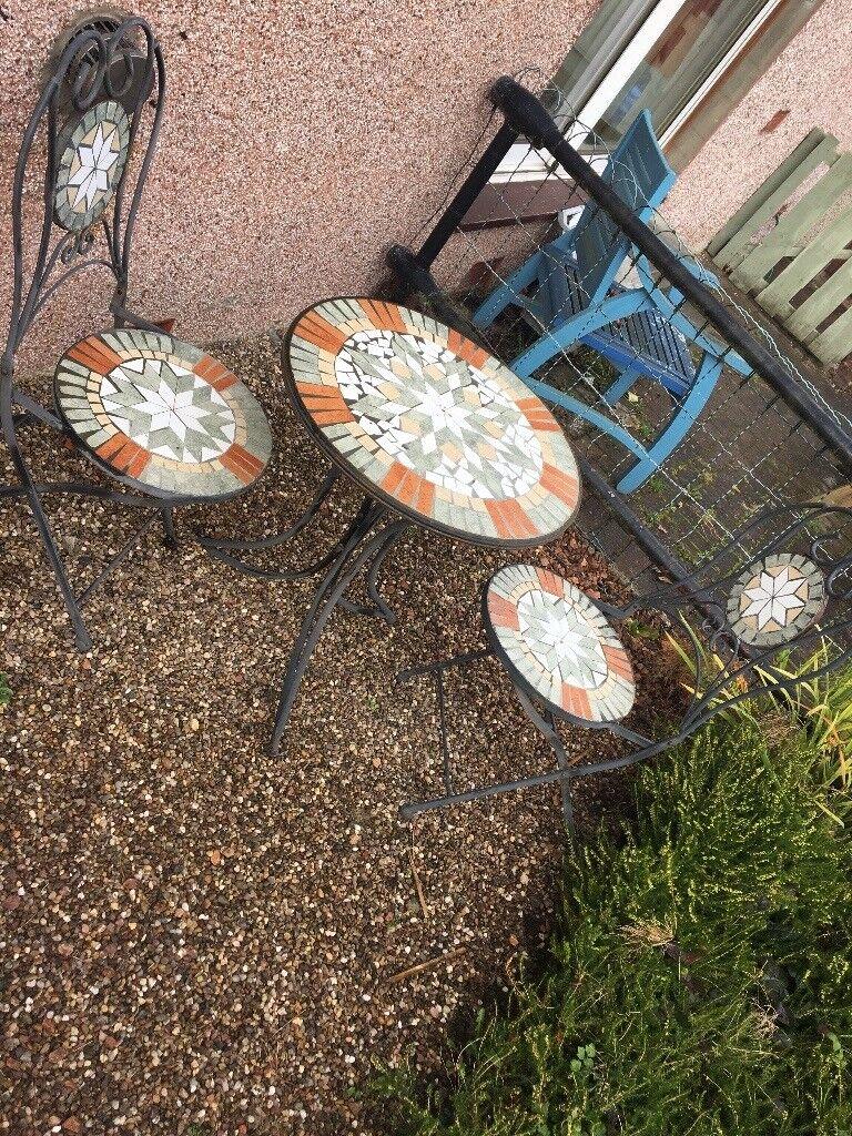 Garden table chair x2