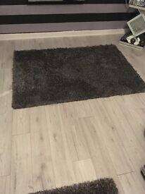 Lovely sliver and gray shaggy rug new never been used