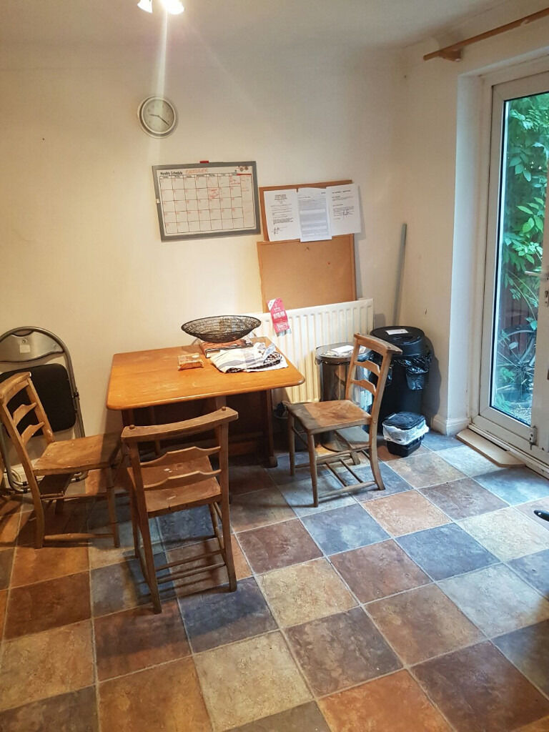 L DOUBLE ROOM IN Manor House - Haringey is available in a gay friendly  Manor House - Haringey ZONE 2