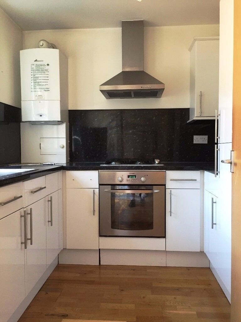 Modern 3 Bed Semi-Detached Garden House With Parking Central Croydon