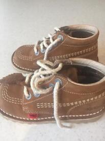 Kicker boots nearly new (Boys size 9-9.5)