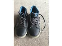 Skechers size 4 trainer shoes