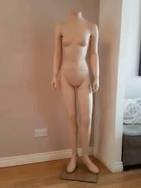 Female headless dummy/mannequin. Ideal for selling on Ebay
