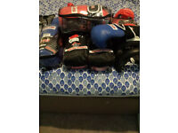 boxing gloves 5 pair New in packaging