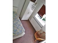 MANOR HOUSE--sunny SINGLE room--£550pm--all BILLS INCLUDED--only £400 deposit