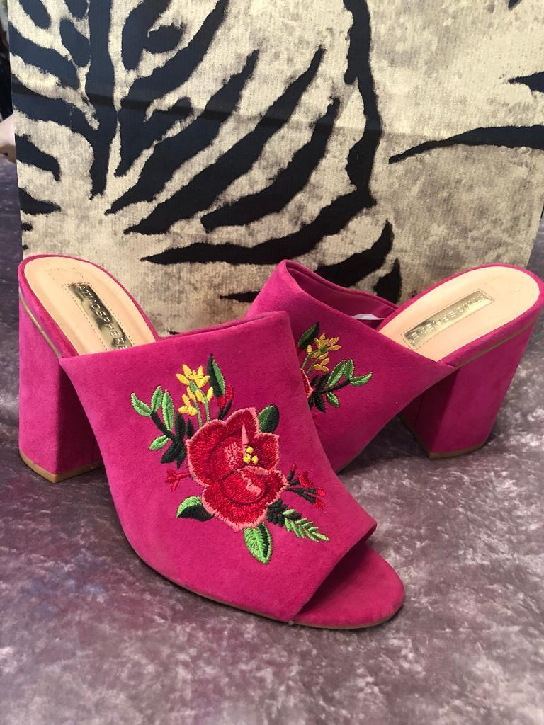 Pink Suede Effect Heel Open Toe Shoes With Rose Flower Embroidered