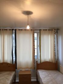 BED IN TWIN ROOM FOR MALE AVAILABLE NOW IN ROEHAMPTON 80£PW/ALL BILLS INC