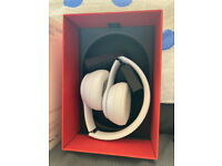Beats Solo 3 wireless headphones almost new great condition boxed.