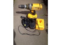DeWalt Combi 18v drill . Three batteries and charger