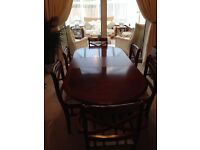 BEAUTIFUL DINING ROOM TABLE & 6 CHAIRS