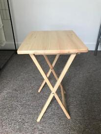 Single folding tray table