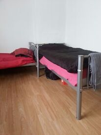 1 bed in twin room in woolwich