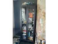 Glass shelf cabinet