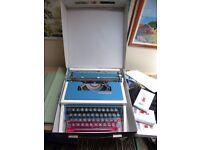 Underwood 315 Portable Manual Typewriter with Case
