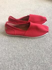 Chilli Pepper Pumps - red - size 5 - new