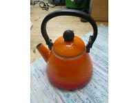 Le Creuset enamel kettle, 20cm diameter base
