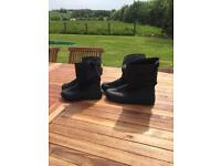 Snow boots one will fit size 4 and size 8-9
