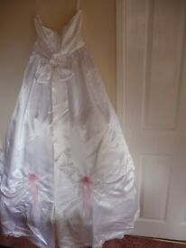 Satin strapless white wedding dress with occasional silk flowers, lace trim and rear bow size 14-16.