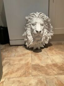 Lions head outdoors or indoor ornament