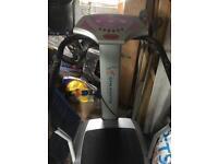 Gym master vibrating plate