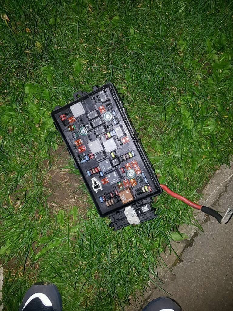 Vauxhall Insignia Estate 2010 Under Bonnet Fuse Box And Fuses In Buy Spares For Bmw I