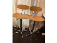 Pair of quality retro gas lift wooden bar/breakfast stools