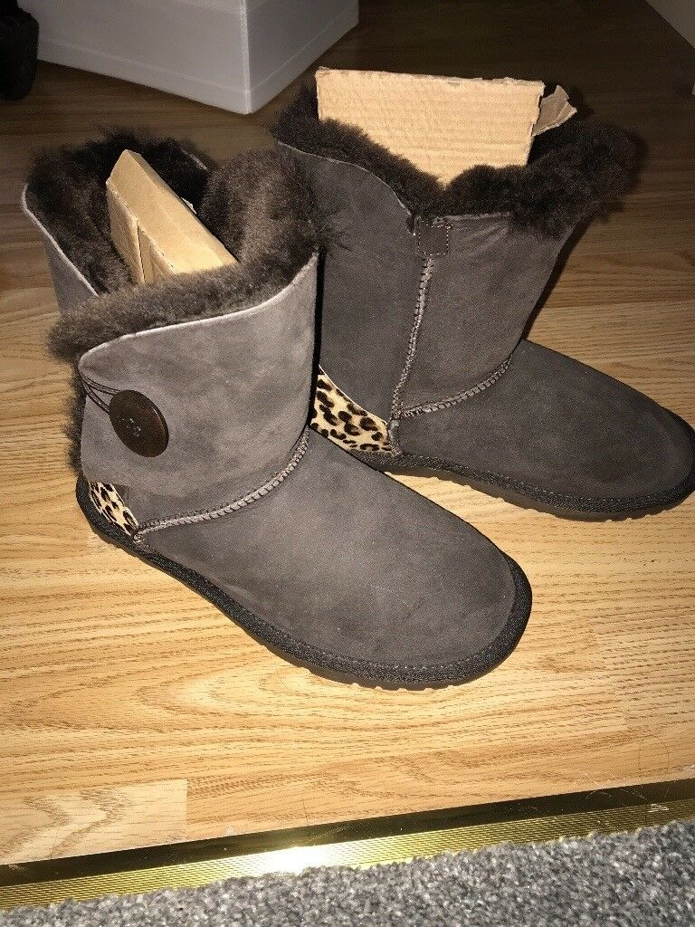 Ladies/childs ugg boots