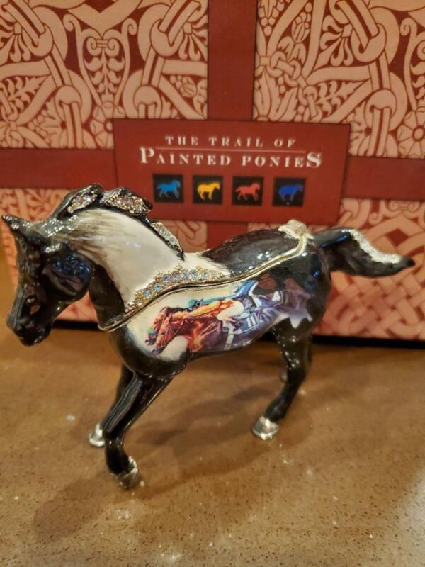 Trail of Painted Ponies figurine Photo Finish