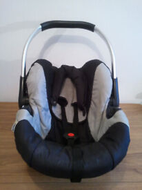 BABY CAR SEAT, HAUCK, UNIVERSAL, SUITABLE FROM NEW BORN TO 15 MONTHS OLD