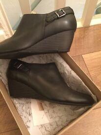 Women's Clarks wedge shoe size 6.5