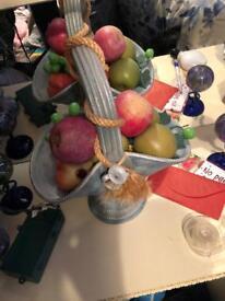 Basket & fruit