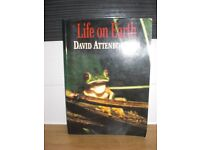 LIFE on EARTH PAPERBACK 319 PAGE BOOK - DAVID ATTENBOROUGH