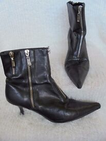 Size 6 - Black - Zipped detail, pointed toe, zip up ankle boots.