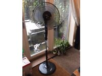 Fan on stand with oscillation 3 speeds and timer