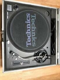 Technics SL-1210MK5 Direct Drive Turntable in Excellent Condition with flight case