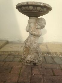 Bird Bath water feature Garden statue / ornament